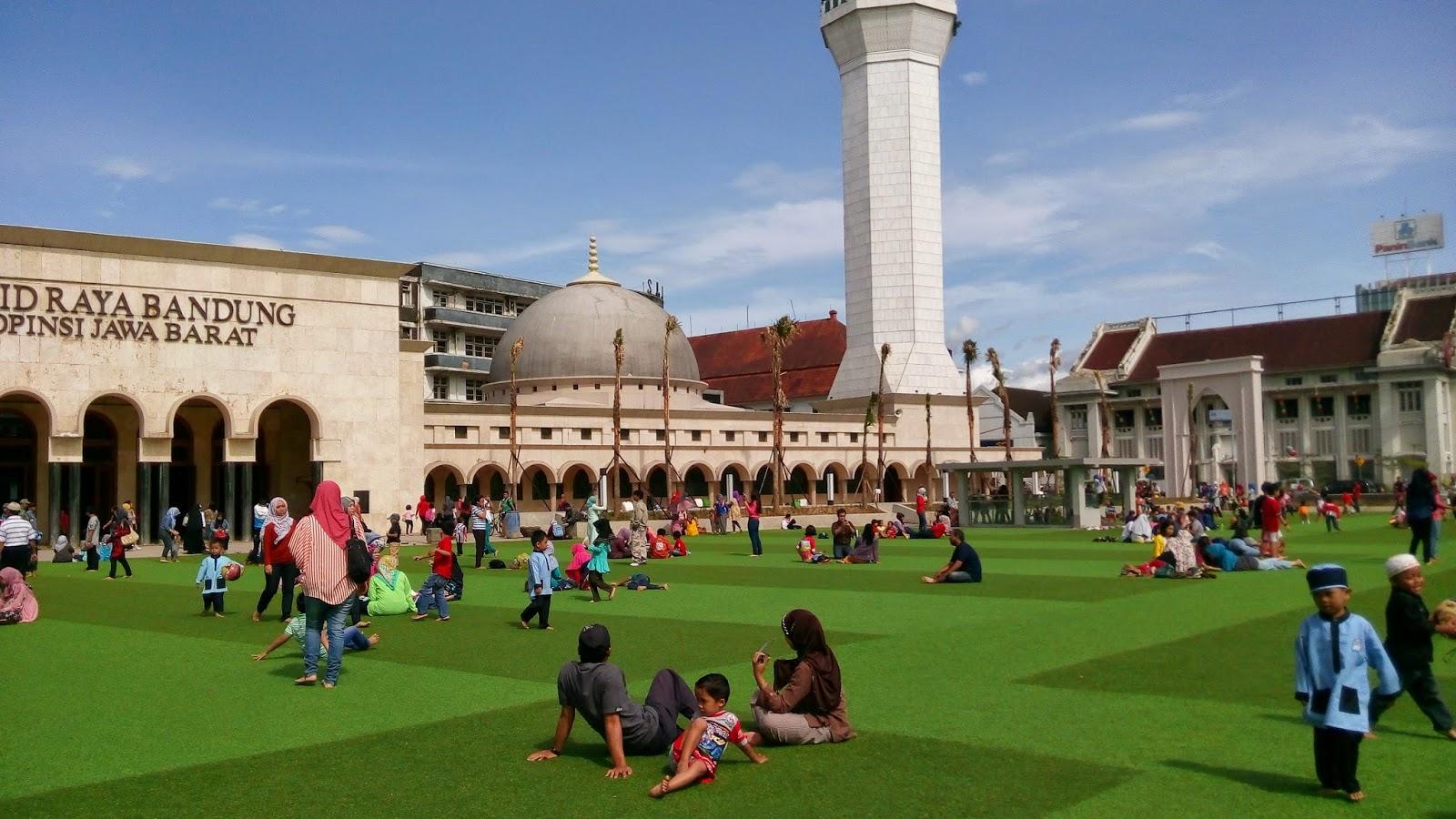 taman alun-alun masjid raya bandung